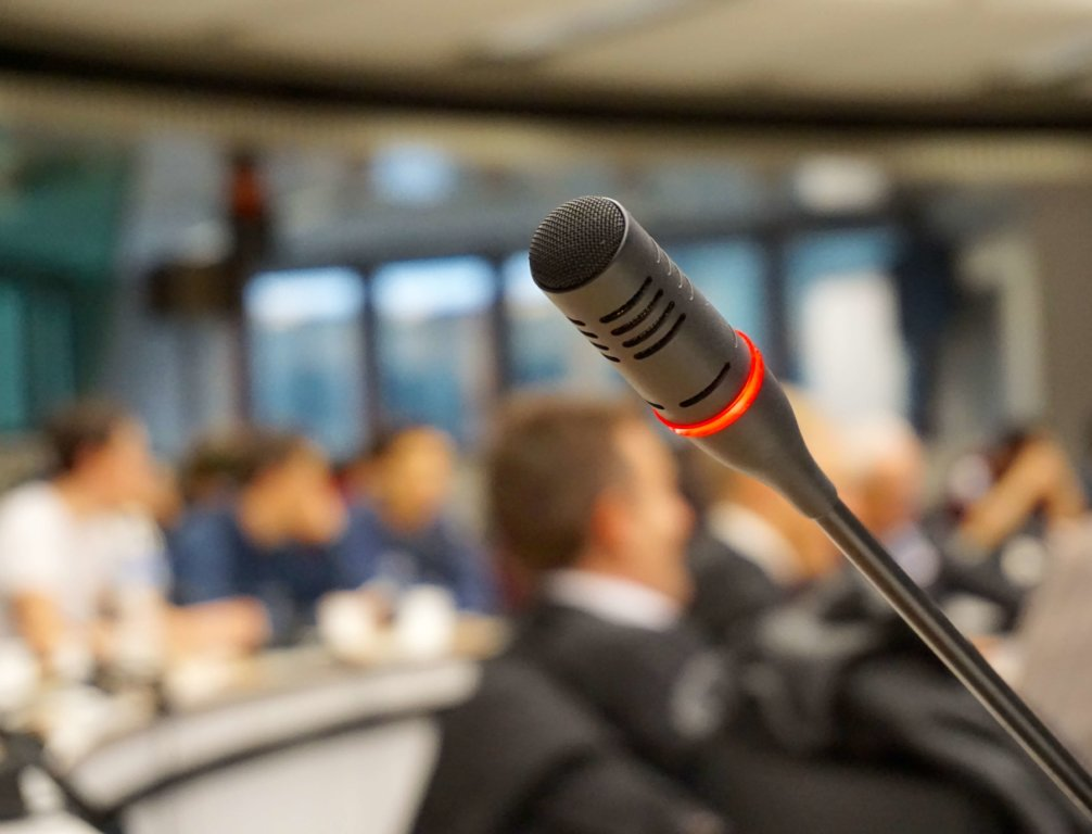 technology-meeting-microphone-talk-audio-conference-743550-pxhere.com